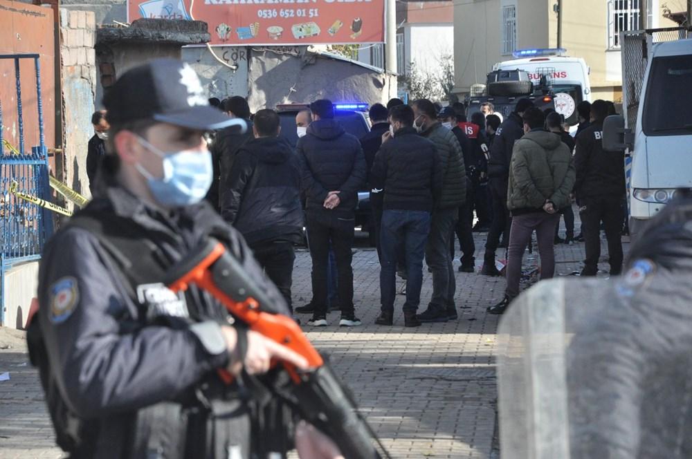 Diyarbakır'da kısıtlama gününde ortalık savaş alanına döndü: 20 yaralı - 9