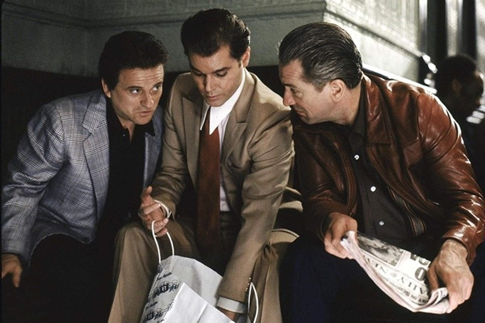 Martin Scorsese'nin yönettiği Sıkı Dostlar, Nicholas Pileggi'nin Wiseguy adlı kitabından uyarlandı.