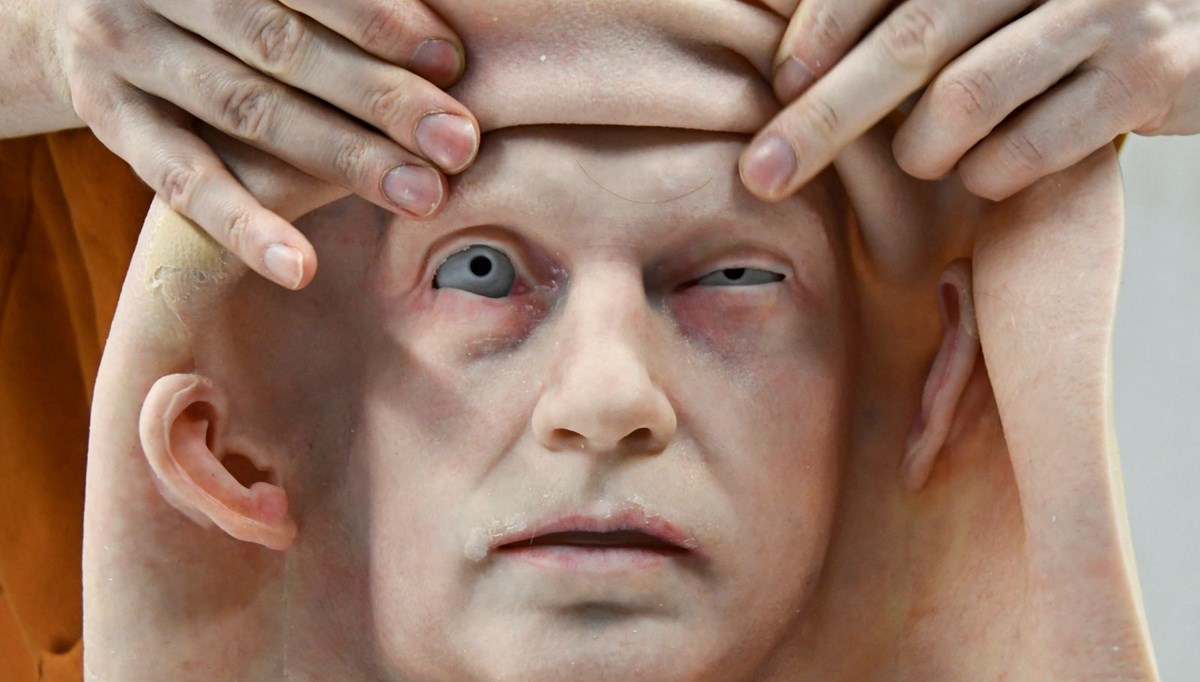 An extraordinary factory: they fabricate faces for humanoid robots