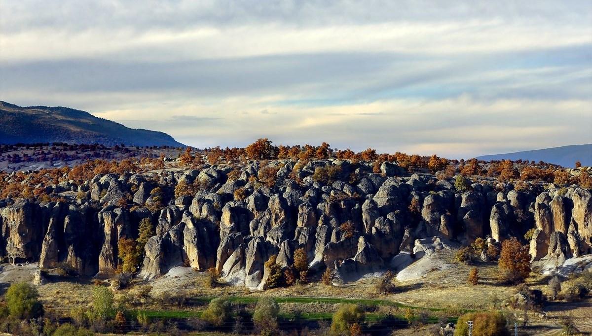 Kapadokya'yı andıran 2 bin yıllık Kilistra Antik Kenti'nde sonbaharın renk cümbüşü büyülüyor