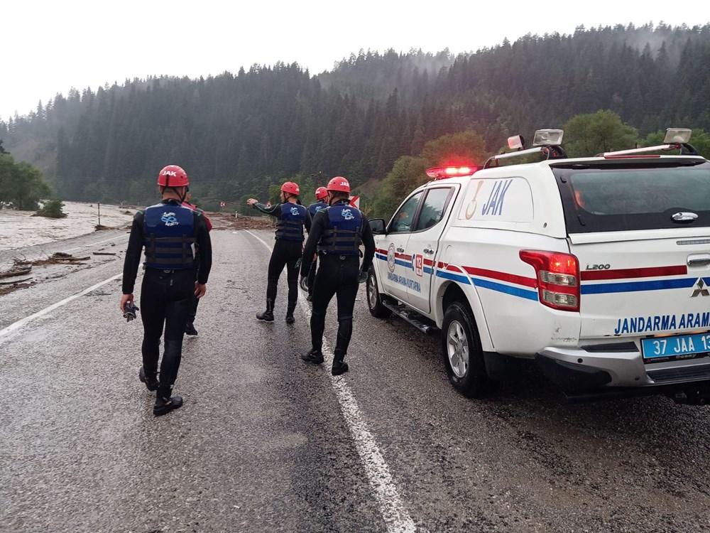 Batı Karadeniz'i sel vurdu: 13 yaşındaki kız çocuğu selde kayboldu - 16