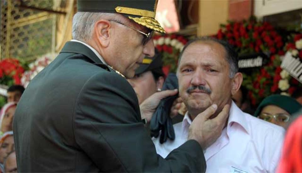 Ege Ordu Komutanı Orgeneral Abdullah Atay, şehit piyade onbaşı Mehmet Kıran'ın babası Mustafa Kıran'a taziyelerini iletti.