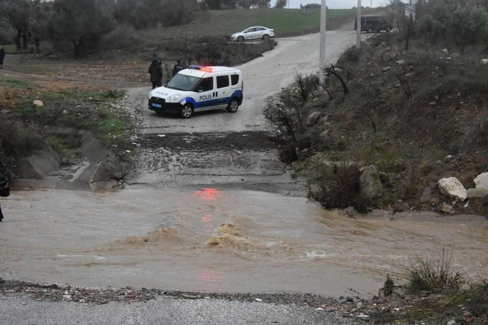 İzmir'de yağışın ardından deniz taştı: 1 kişinin cansız bedenine ulaşıldı - 7