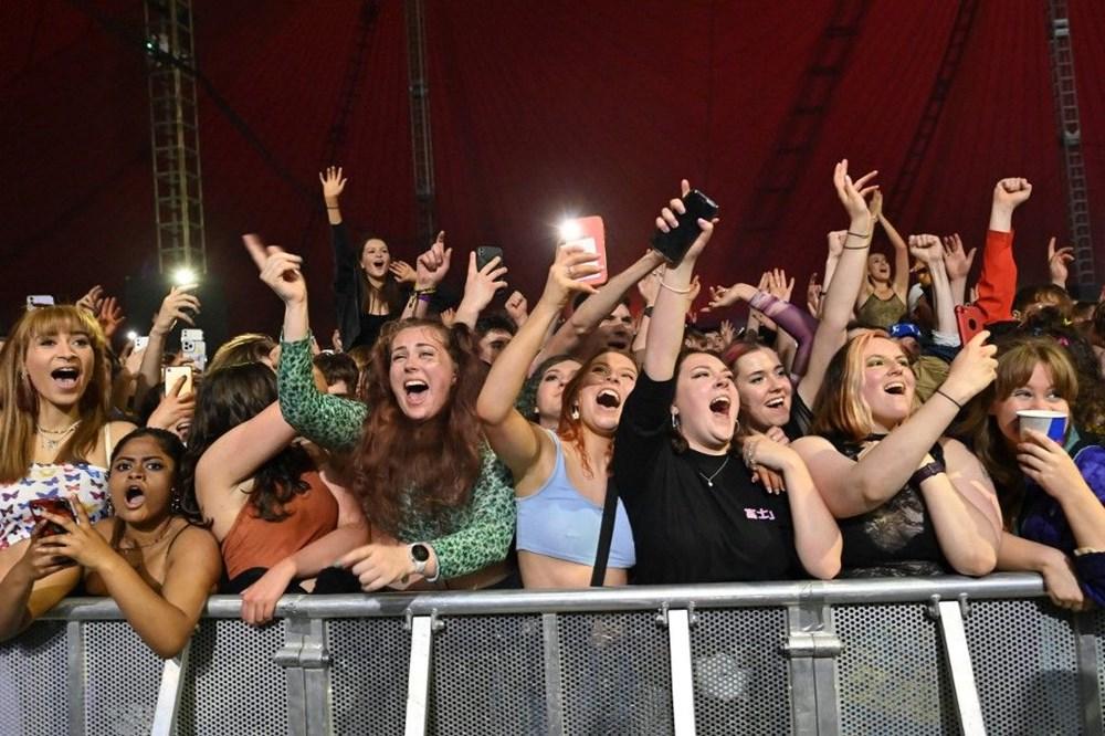 İngiltere'de aylar sonra ilk müzik festivali - 1