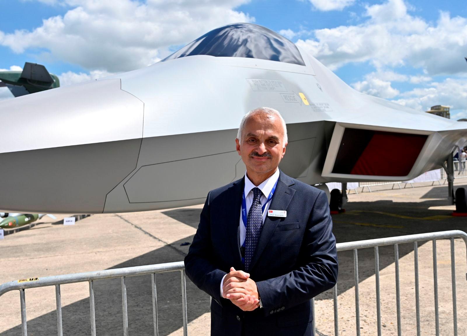 <p>Proje kapsamında ilk etapta 6 geliştirme prototipi üretilecek. Jet motorlarının da Türkiye'de üretilmesi planlanıyor. Projeyle 400 adetlik uçak siparişine ulaşılması öngörülüyor.</p> <p></p>