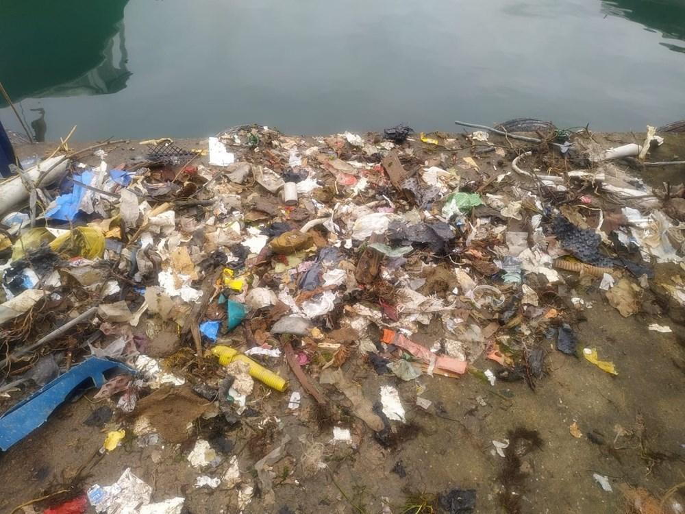 Rize'de balık için denize çıkan balıkçılar, çöp dolu ağlarla dönüyor - 3
