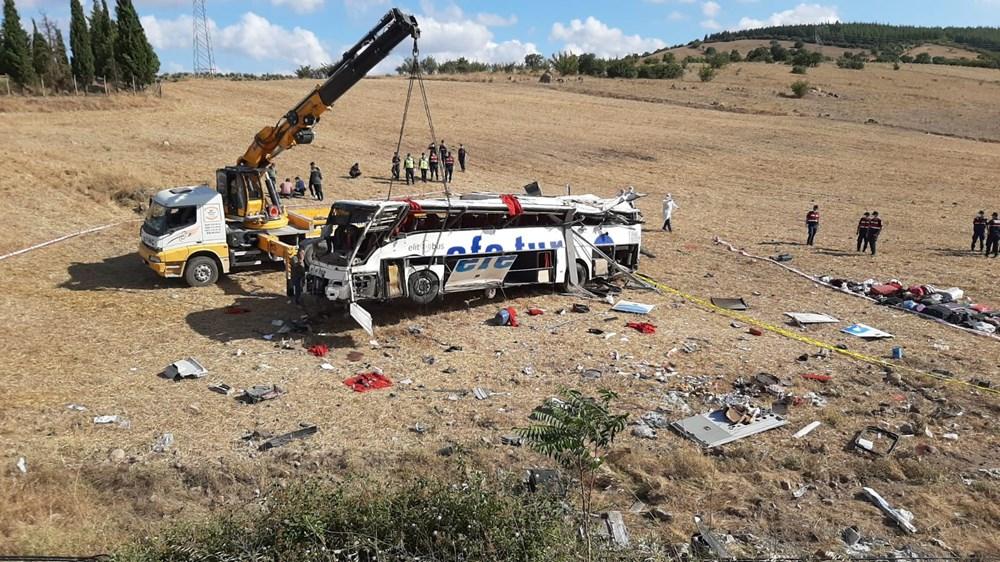 Balıkesir'de yolcu otobüsü devrildi: 15 kişi hayatını kaybetti - 11