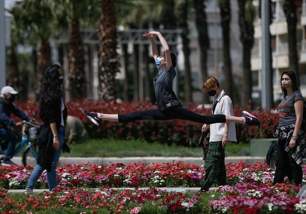 İzmir'de dansçılar meydanları sahneye dönüştürdü - 7