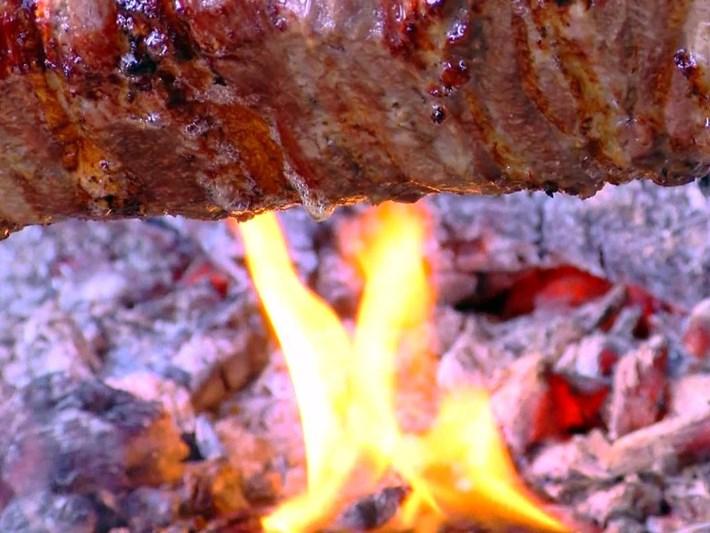 Salgın döneminde bile ilgi azalmadı: Erzurum'un vazgeçilmez lezzeti 'Cag kebabı'