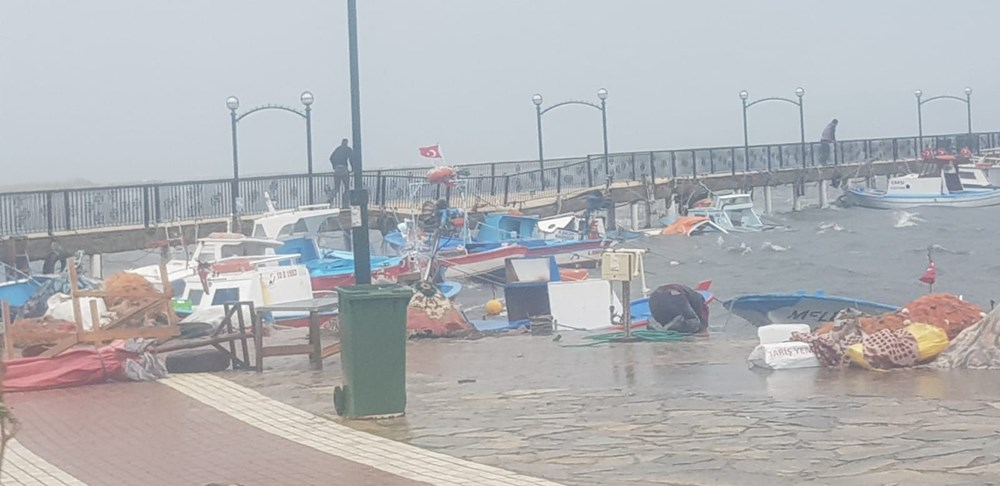 Balıkesir Ayvalık'ta fırtına: 20 tekne battı - 3