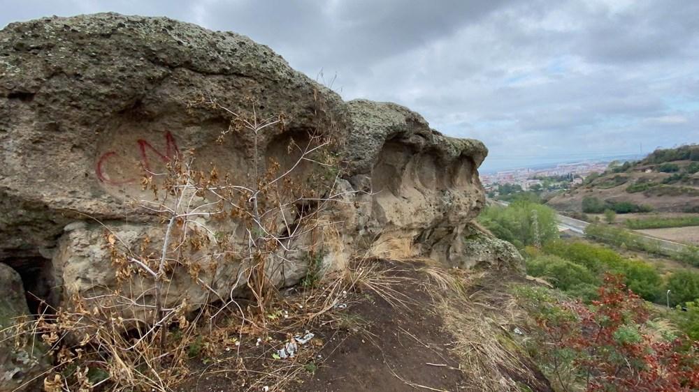 60 bin yıllık mağaranın duvarları yazı tahtasına döndü - 10