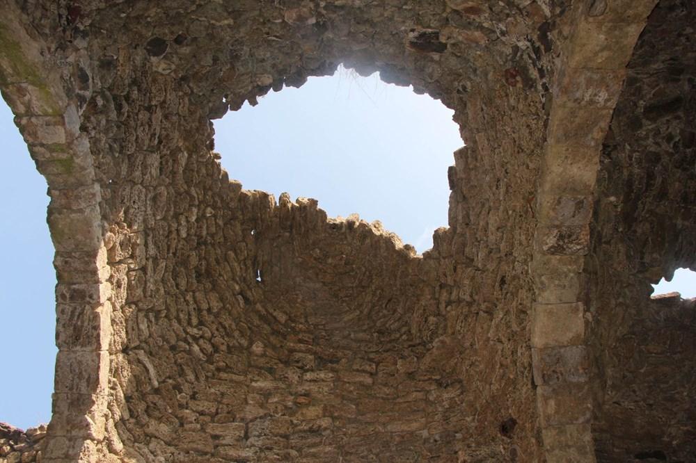 Defineciler tarihi kiliseyi talan etti - 3