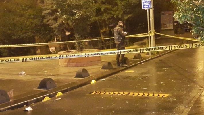 Beyoğlu'nda motosikletli saldırgan dehşeti: 2 yaralı