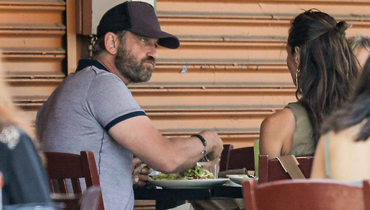 Gerard Butler sevgilisi Morgan Brown ile yemekte