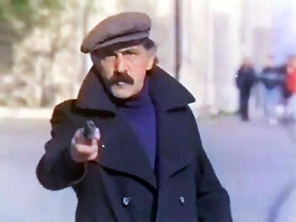 Genellikle kötü adam rollerinde izlediğimiz Elitaş, Yeşilçam'ın komedi türündeki yapımlarında da yer almıştı.