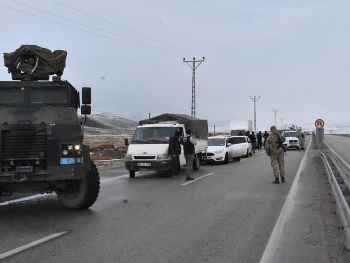 Ağrı'dagümrük müdürlüğü aracına roketli saldırı: 1 şehit, 4 ağır yaralı