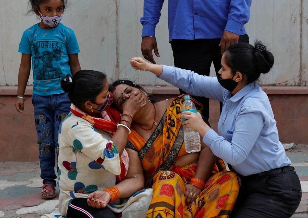 Hindistan'da günlük Covid-19 vaka sayısı üst üste rekor kırdı: İki hasta aynı yatakta tedavi görüyor - 2