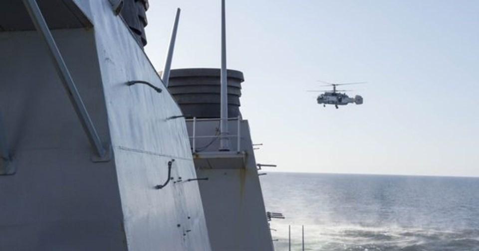 Rusya'ya ait savaş helikopterinin de Baltık Denizi'nde ABD savaş gemisine taciz uçuşu yaptığı belirtildi.
