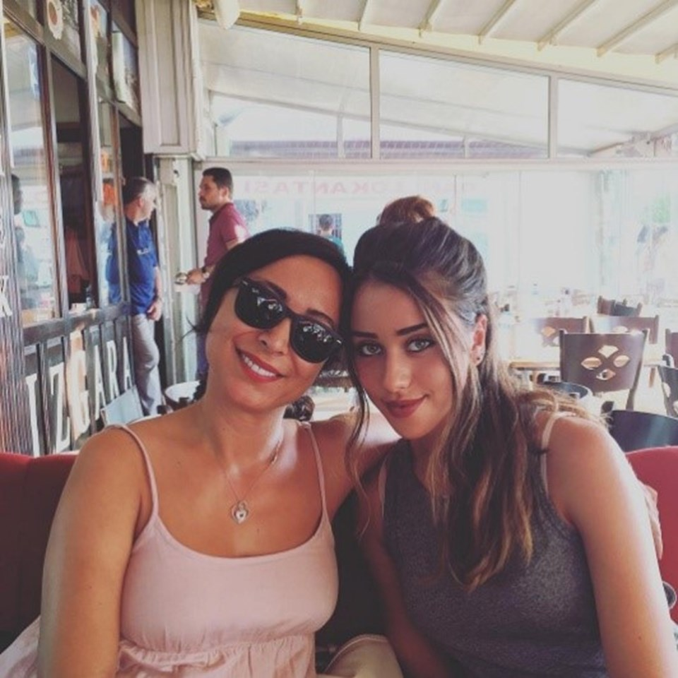 Canan Hoşgör ile Hamdi Alkan'dan dünyaya gelen kızı Zeynep Alkan.