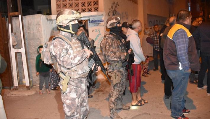 Adana son dakika haberi: Adana'da kaldırımda EYP patladı
