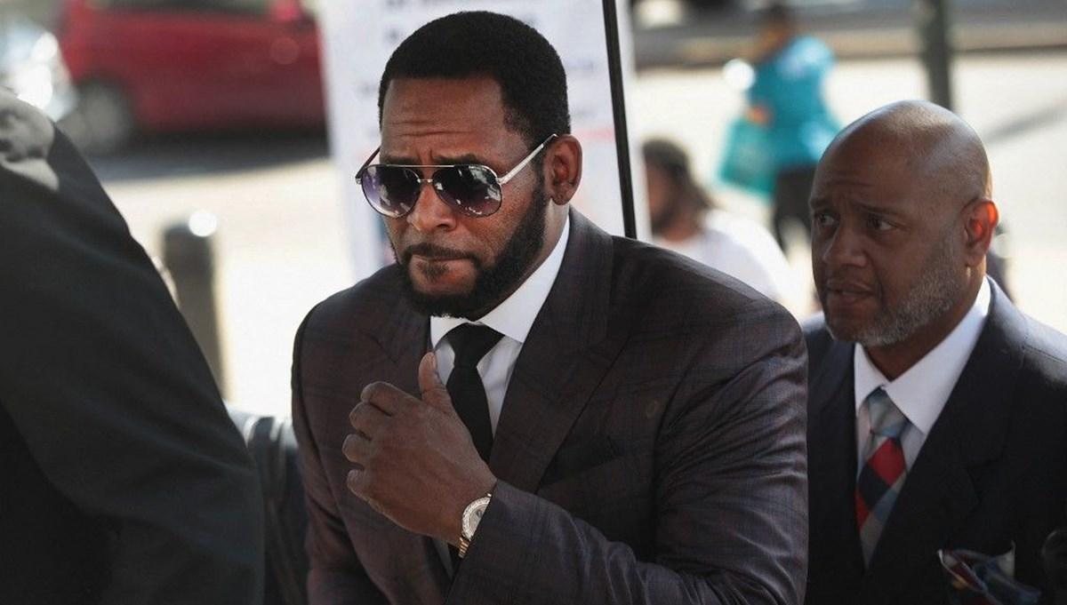 Ünlü şarkıcı Robert Kelly dokuz suçtan suçlu bulundu