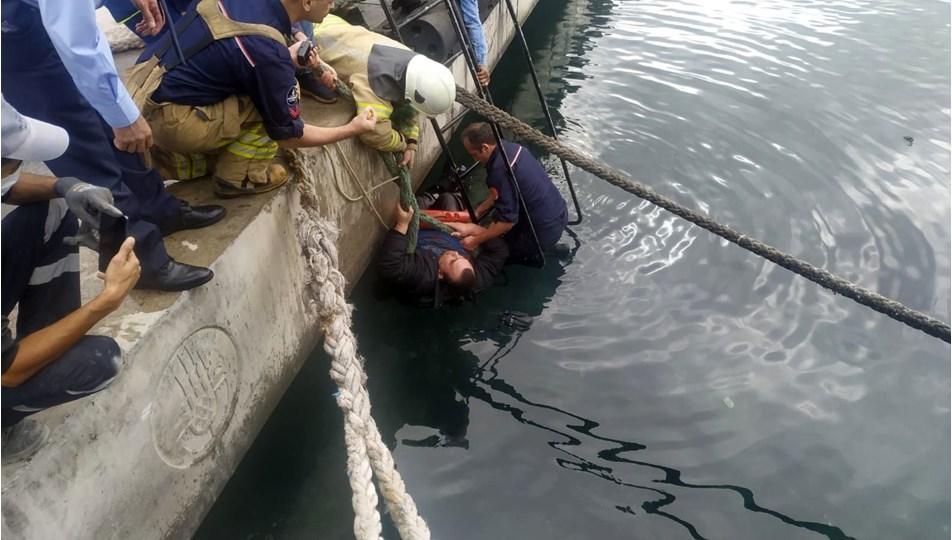 Denize düşen şahsa corona virüs nedeniyle el uzatmadılar