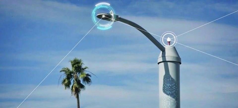 Kentin ana ağ şebekesine bağlı olan San Diego'daki akıllı sokak lambaları gücünü tek tuşla azaltma ya da uzak mesafeden sokak lambalarını söndürmeimkanıtanıyor. Sistem ilk olarak emisyonlarını azaltmaya yardımcı olmak amacıyla kullanıma girse de bugün bambaşka bir kullanım ile karşımızda