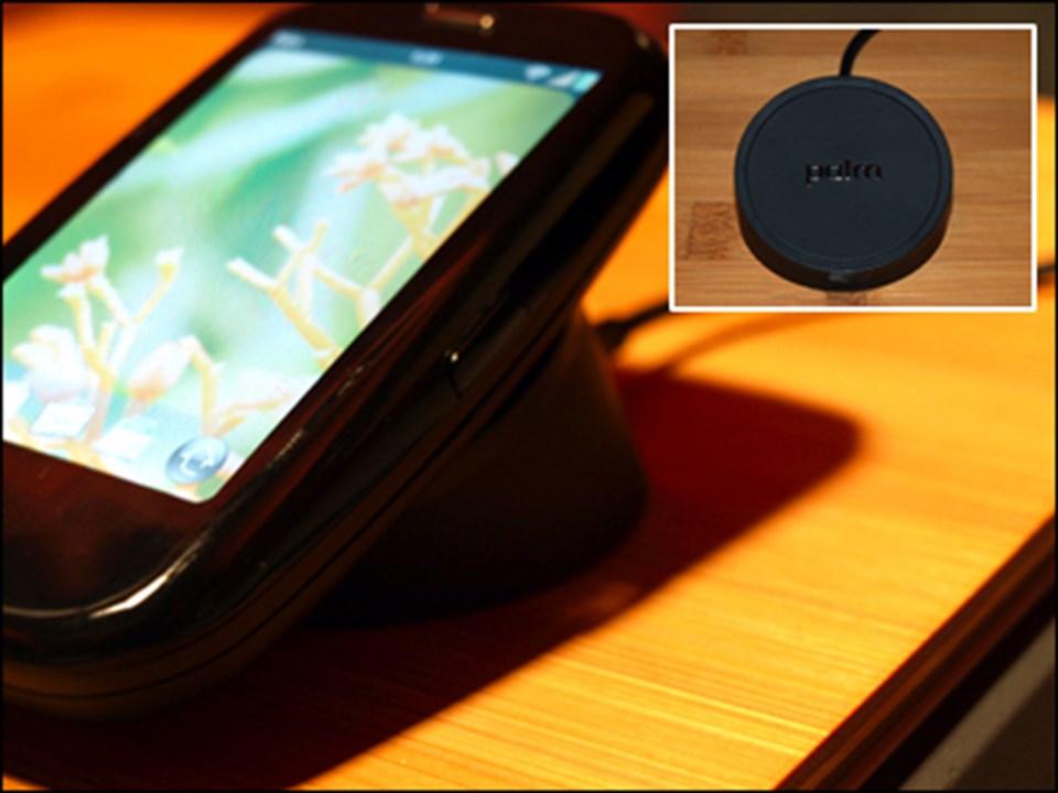Touchstone, kablo temasına ihtiyaç duymadan, yastık gibi kullanılarak telefonun şarj edilebilmesini sağlıyor.