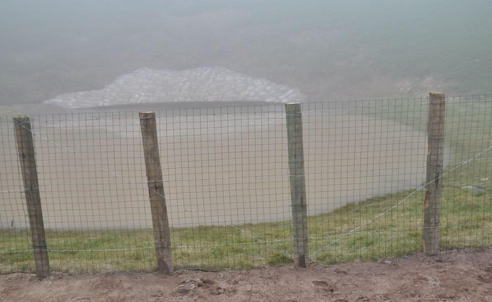 Balçıkla kaplanan Dipsiz Göl, tel örgüyle çevrildi - 5