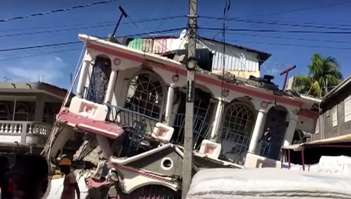 Haiti'de 7,2 büyüklüğünde deprem: 227 kişi hayatını kaybetti