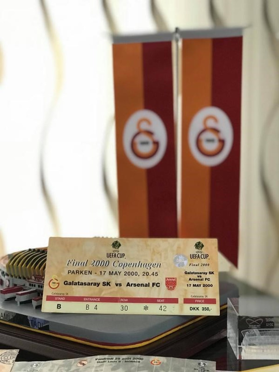 UEFA Kupası'nın kazanıldığı Galatasaray-Arsenal maçının bileti