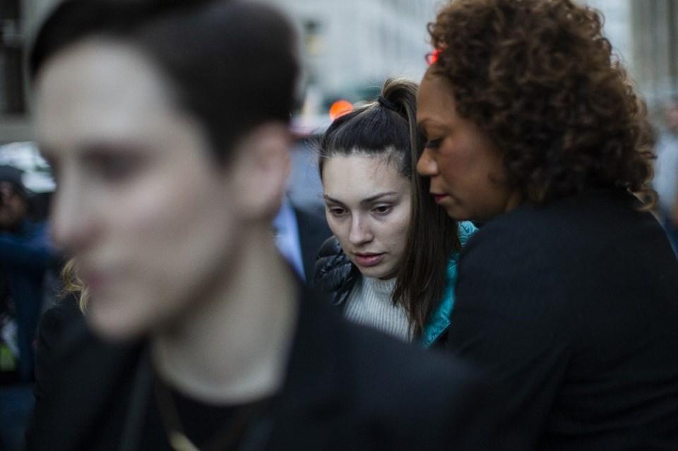 FenalaşanJessica Mann duruşma salonundan apar topar çıkarıldı.