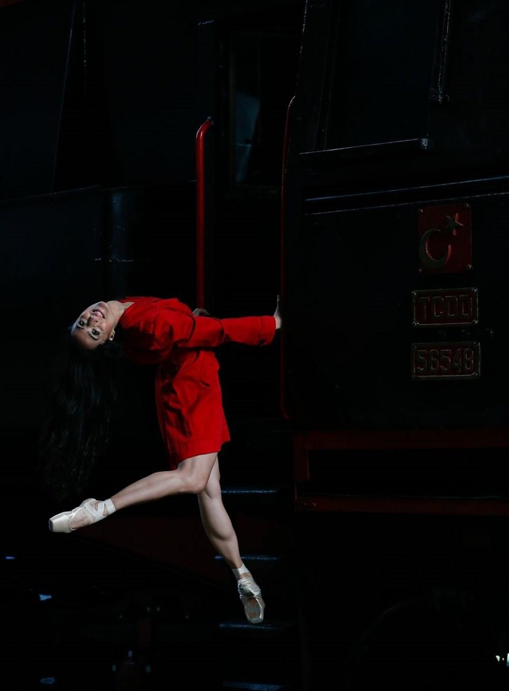 İzmir'de dansçılar meydanları sahneye dönüştürdü - 9