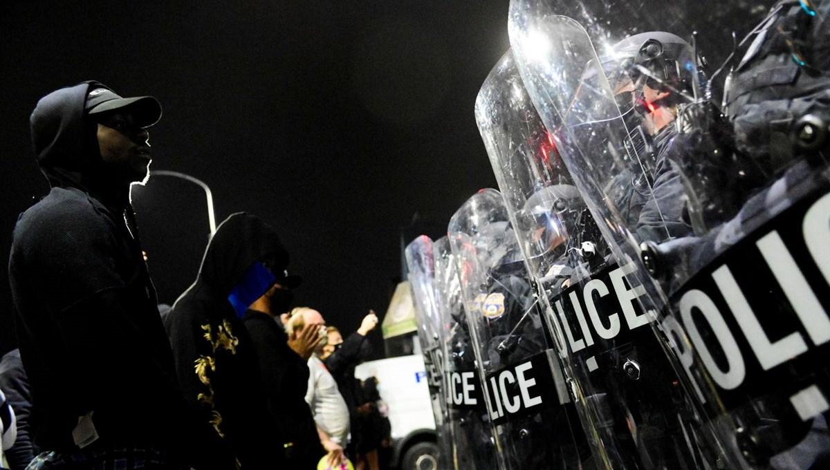 Polisin bir siyahiyi öldürüğü Philadelphia karıştı