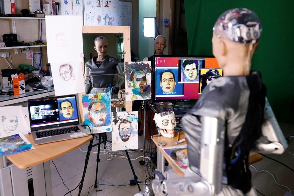 Robot Sophia'nın yaptığı tablo 688 bin 888 dolara satıldı - 9