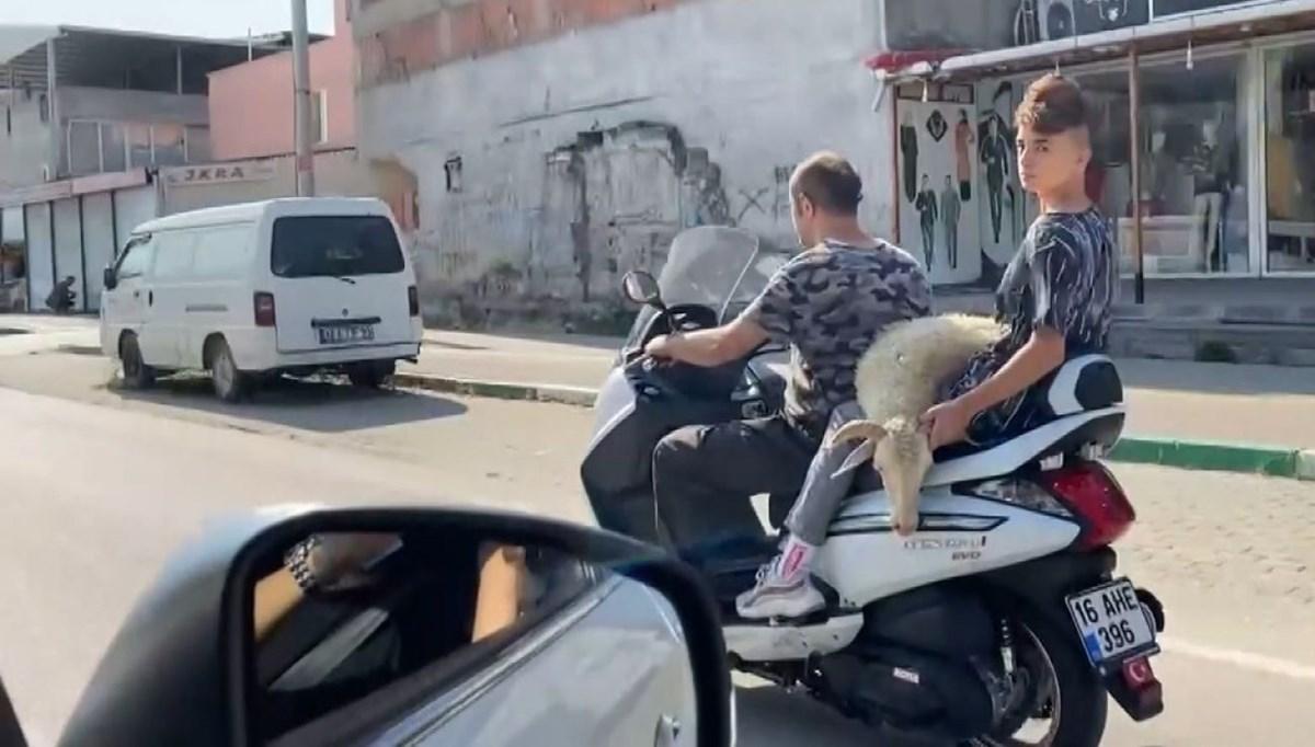 Motosiklet üzerinde biri kurbanlık üç yolcu