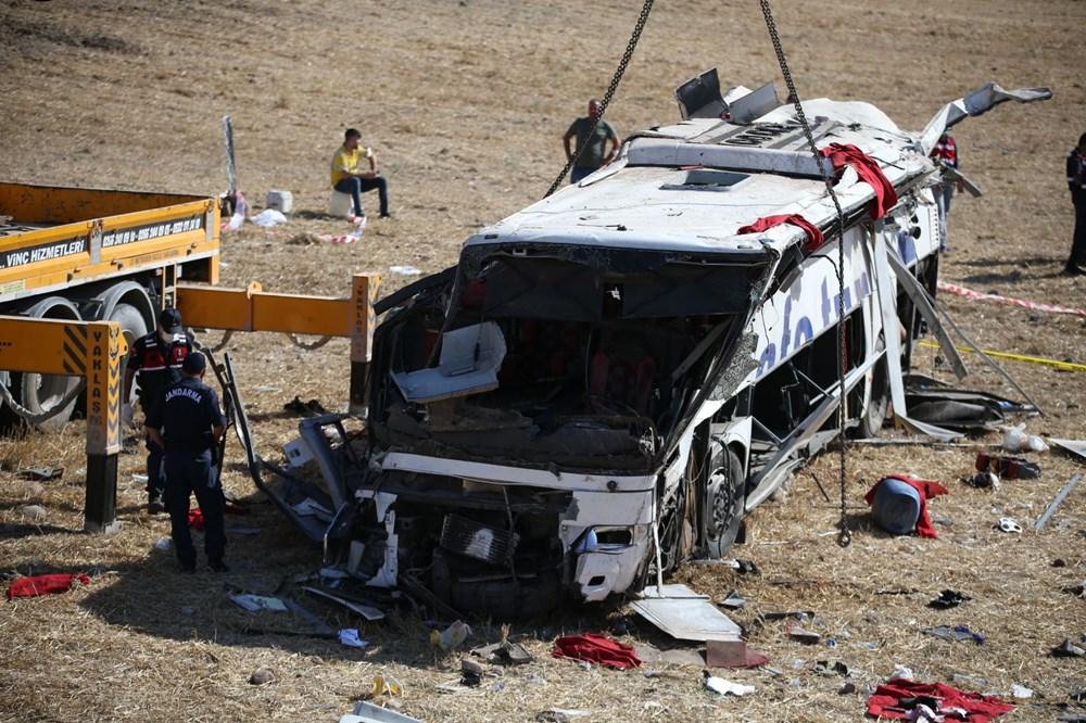Balıkesir'de yolcu otobüsü devrildi: 15 kişi hayatını kaybetti - 28