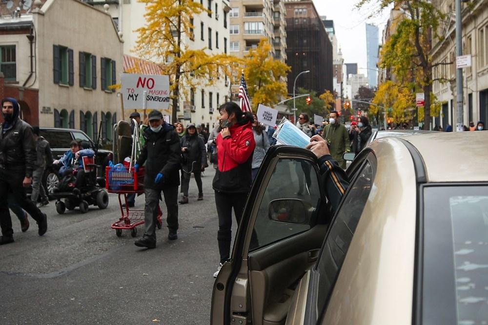 New York'ta karantina karşıtları maske yaktı - 13