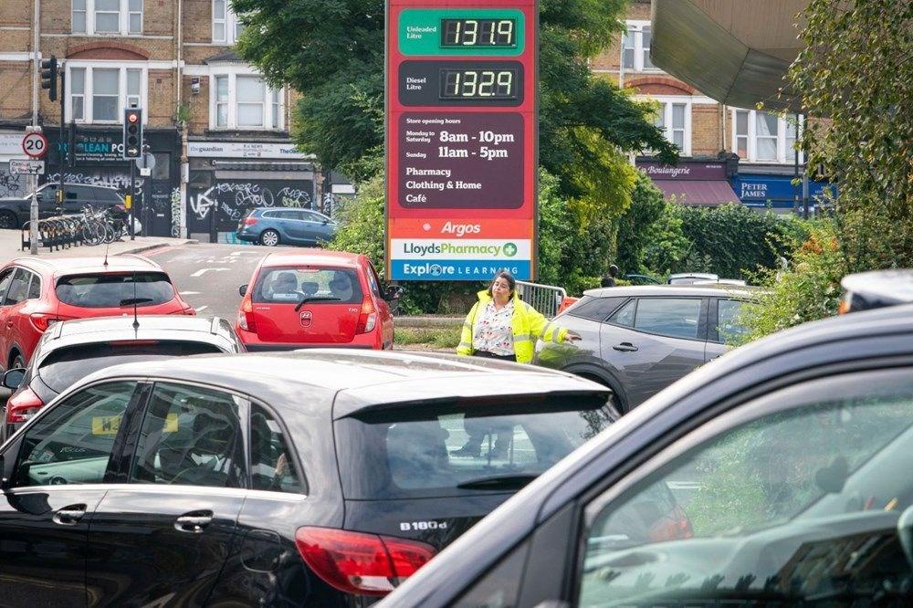 İngiltere'de yakıt krizi giderek büyüyor - 9