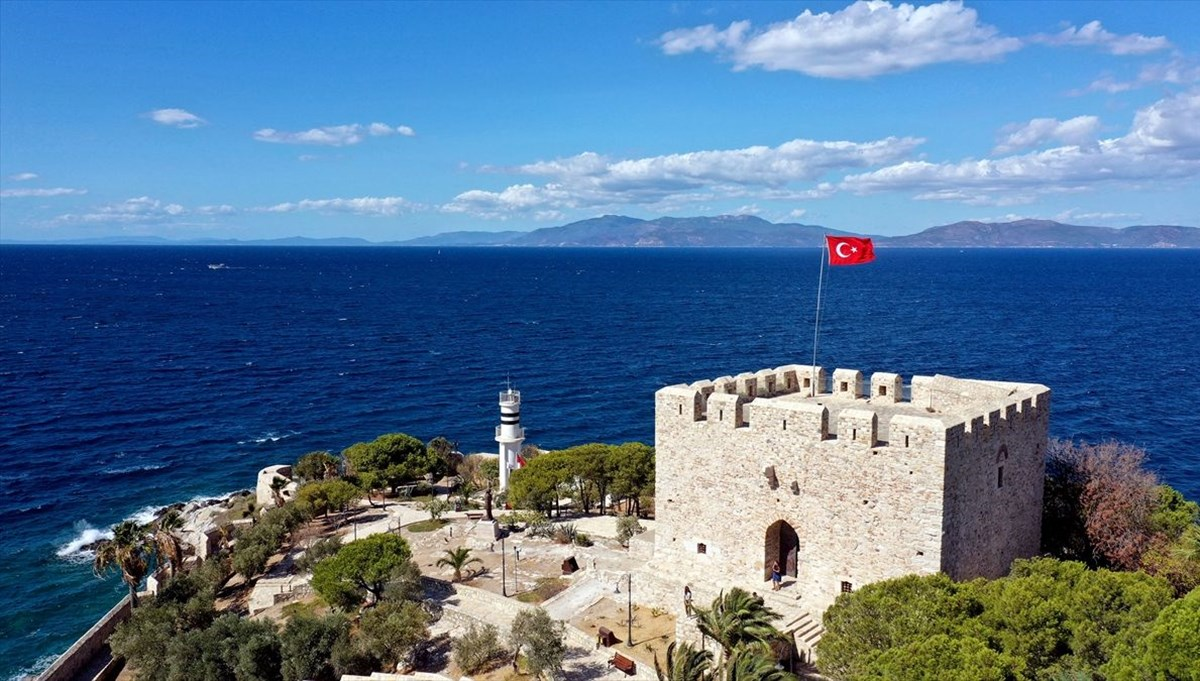 <div>Barbaros Hayrettin Paşa'nın mirası kale turistlerden ilgi görüyor</div>
