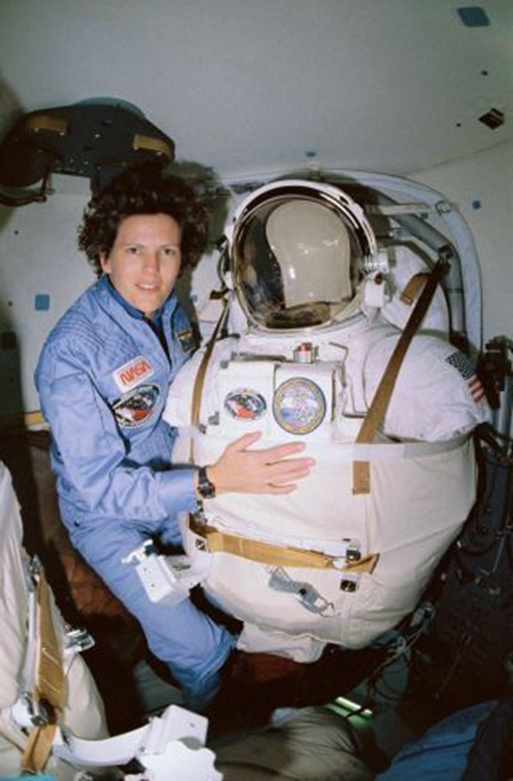 Uzayda yürüyen ilk ABD'li kadın astronot yeniden tarih yazdı - 10