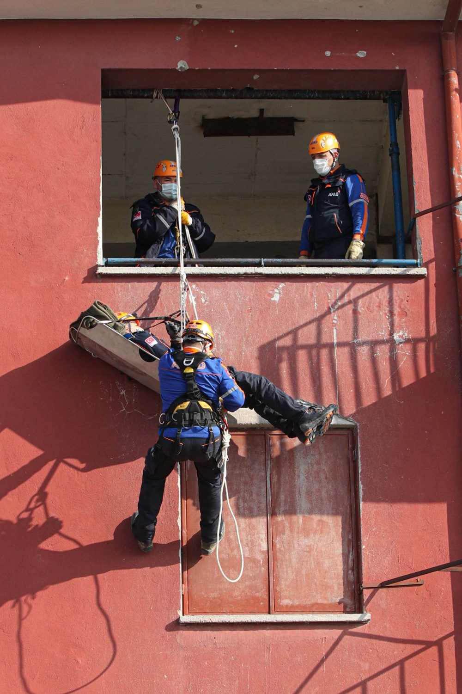 İzmir depremi kahramanlarının zorlu eğitimi (AFAD gönüllüsü nasıl olunur?) - 15