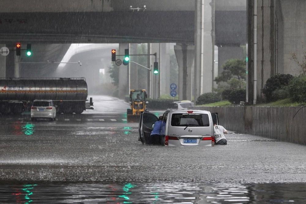 Çin'de 'bin yılın en şiddetli yağmuru' sele neden oldu: 12 kişi hayatını kaybetti - 3