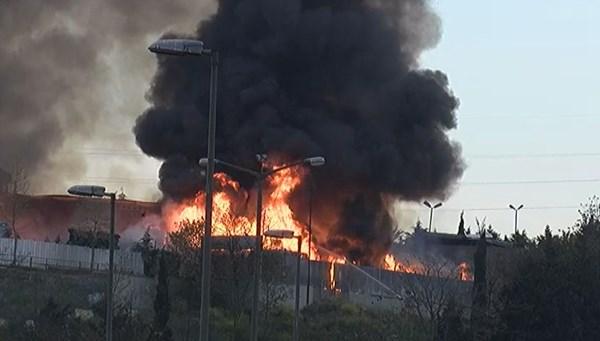 İSTOÇ'taambalaj atığı toplama ve ayırma tesisinde yangın