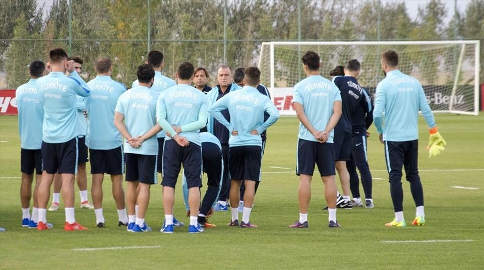 Türkiye A Milli Futbol Takımı, Ukrayna maçının hazırlıklarını Fatih Terim liderliğinde Konya'da sürdürüyor.