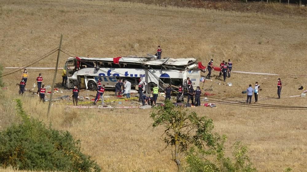 Balıkesir'de yolcu otobüsü devrildi: 15 kişi hayatını kaybetti - 1