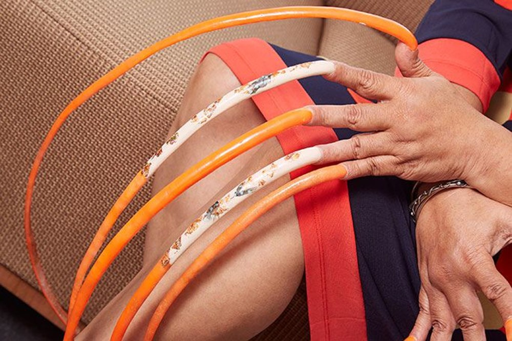 7 meters 33 centimeters: The person with the longest nails in the world cut their nails after 30 years - 8