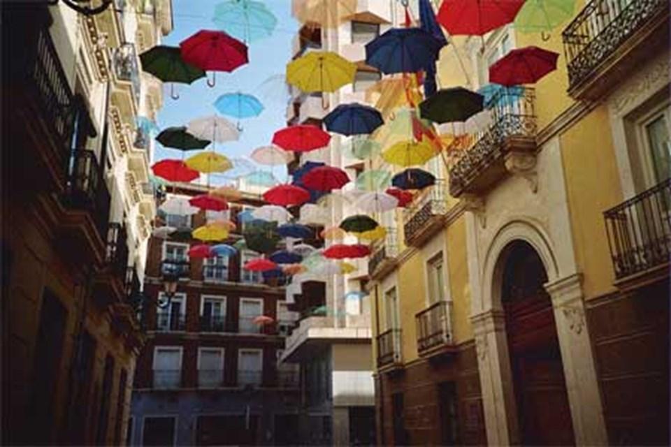 'Cantando Bajo La Sombra' (Gölgede Şarkı Söylemek)