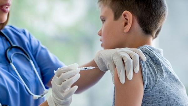 Corona virüs salgınında çocukların aşıları ihmal edilmemeli!