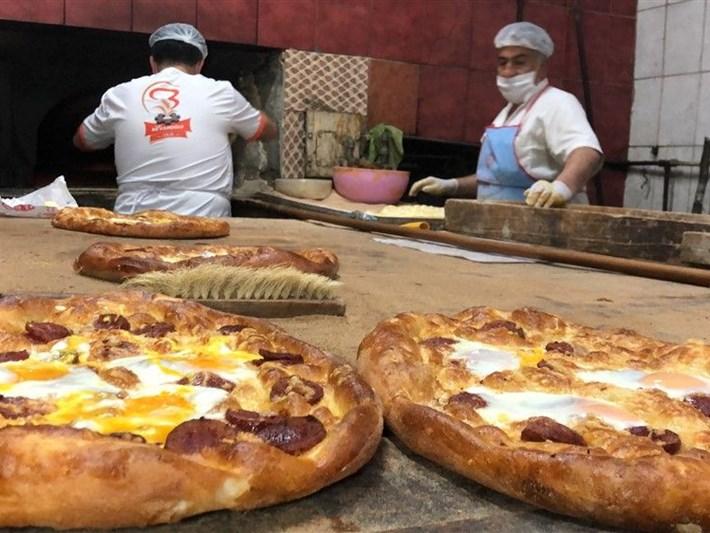 Ramazan Lezzetleri: Kars'ın kaşarlı, tereyağlı pidesi